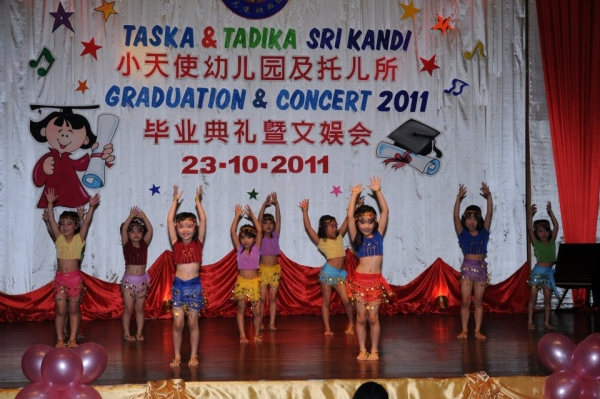 Graduating class from Sri Kandi performs Jai Ho