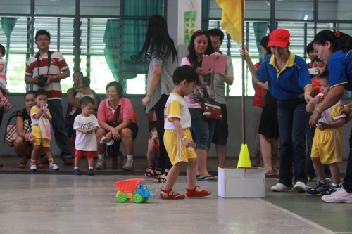 Sri Kandi Sports Day: PULLING THE BALLS GAMES ( 3 & 4 YRS)